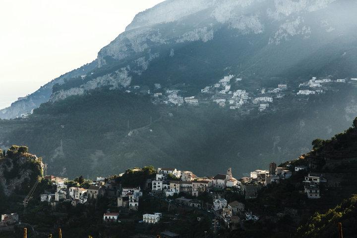 Berg met huizen