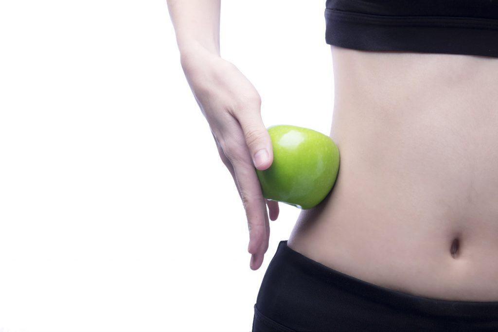 Gezond jongvrouw met appel
